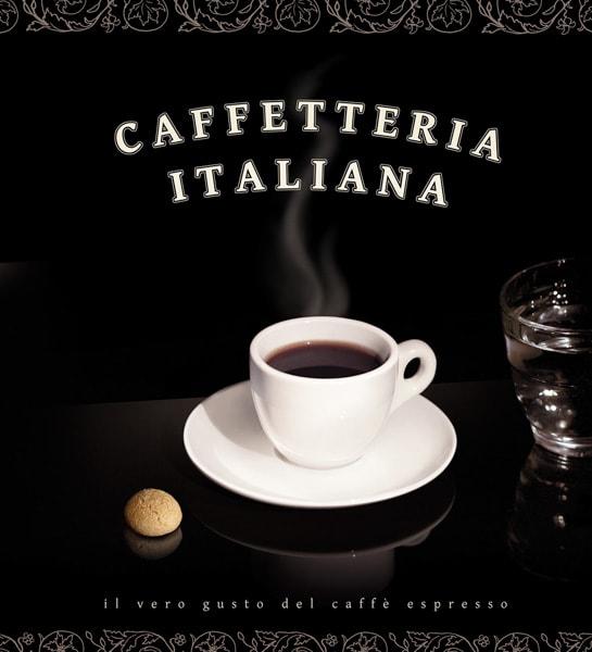 Espresso in einer kleinen weißen Tasse