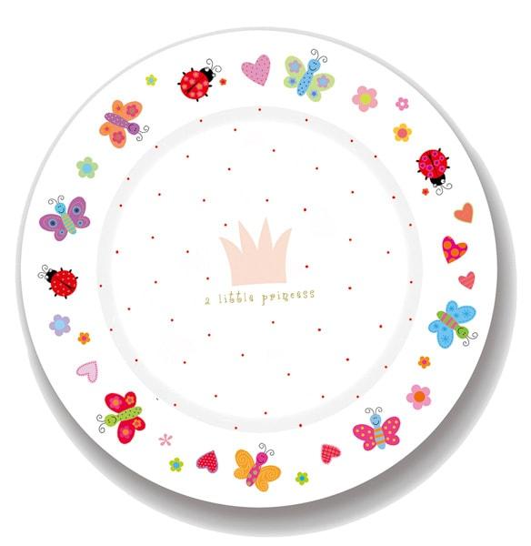 Ein Teller mit bunten Marienkäferchen und Schmetterlingen.